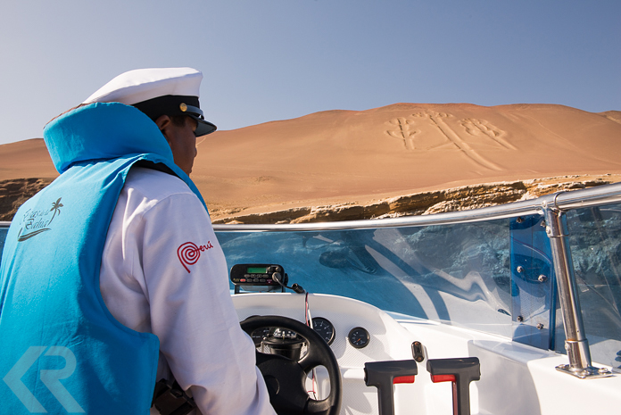 Picture of a boat pilot by the Paracas Candelabra geoglyph